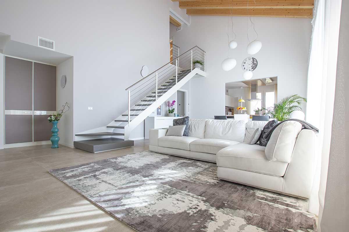 Migliorare la qualità della vita attraverso il comfort in casa: luce naturale e ampi spazi